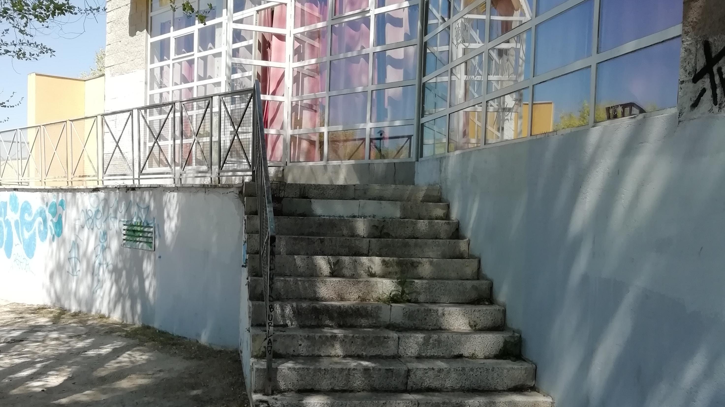 CONSTRUCCIÓN DE RAMPA EN LA PUERTA TRASERA DEL CENTRO DE MAYORES FELIPE II