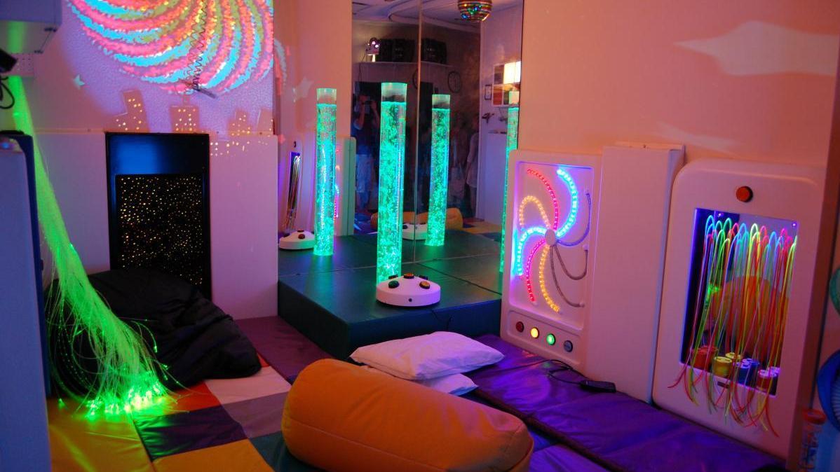 Se solicita material para sala de estimulación multisensorial. Centro de Día Concepción Arenal.