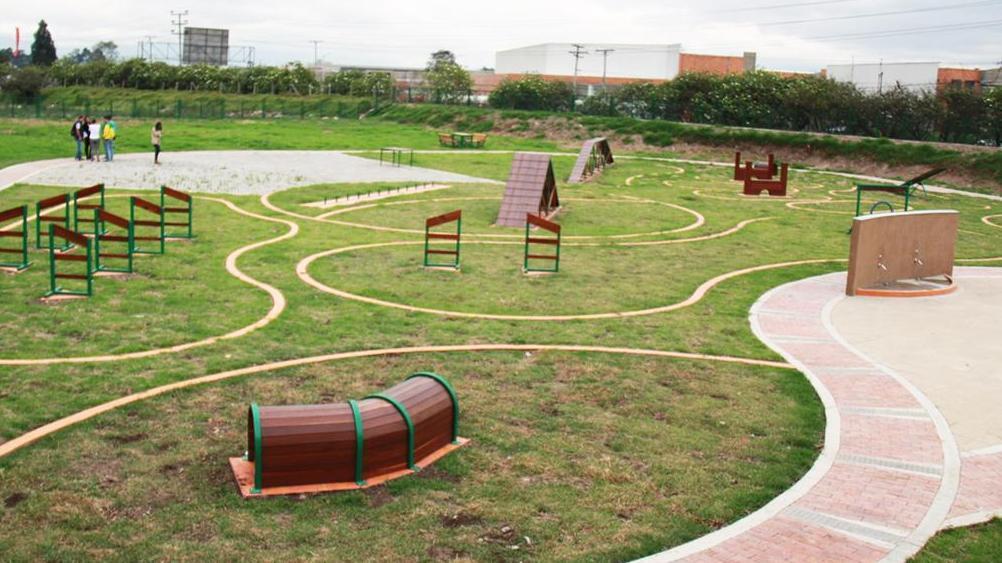 Construcción parque de perros (pipicanes) en el parque bellavista.