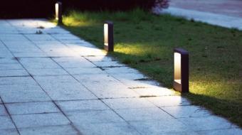 Luminaria en el parque de la Avenida José Hierro